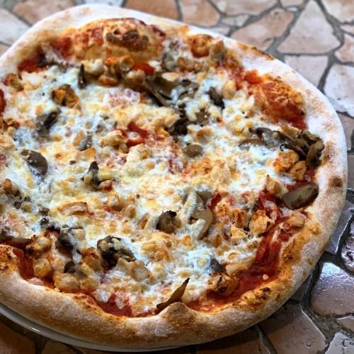 Pizza mega cu carne