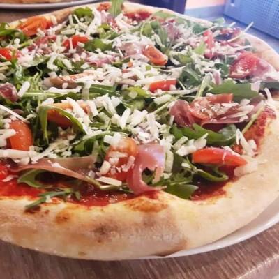 Pizza rucola e prosciutto