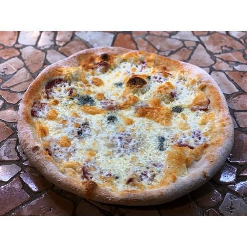 Pizza quatro formaggi cu salam